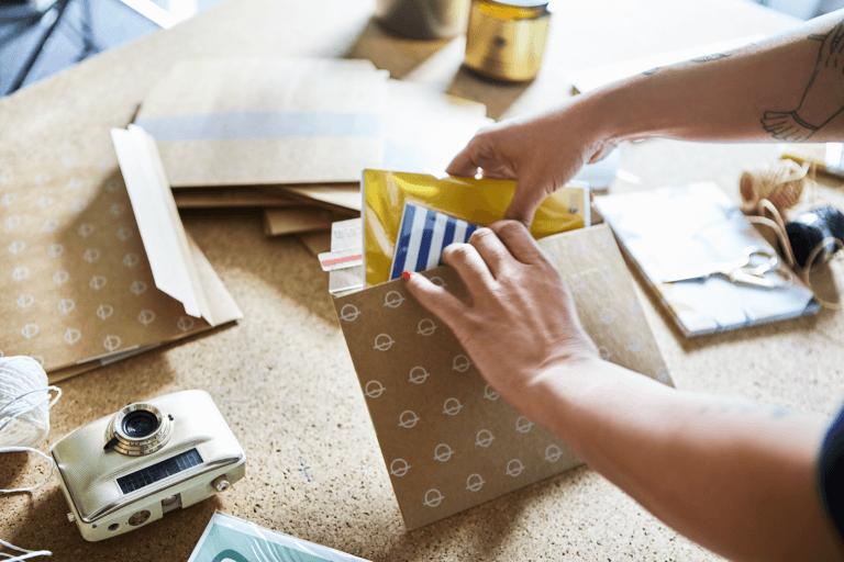 Presentiamo le scatole per bottiglie e le buste di cartone!